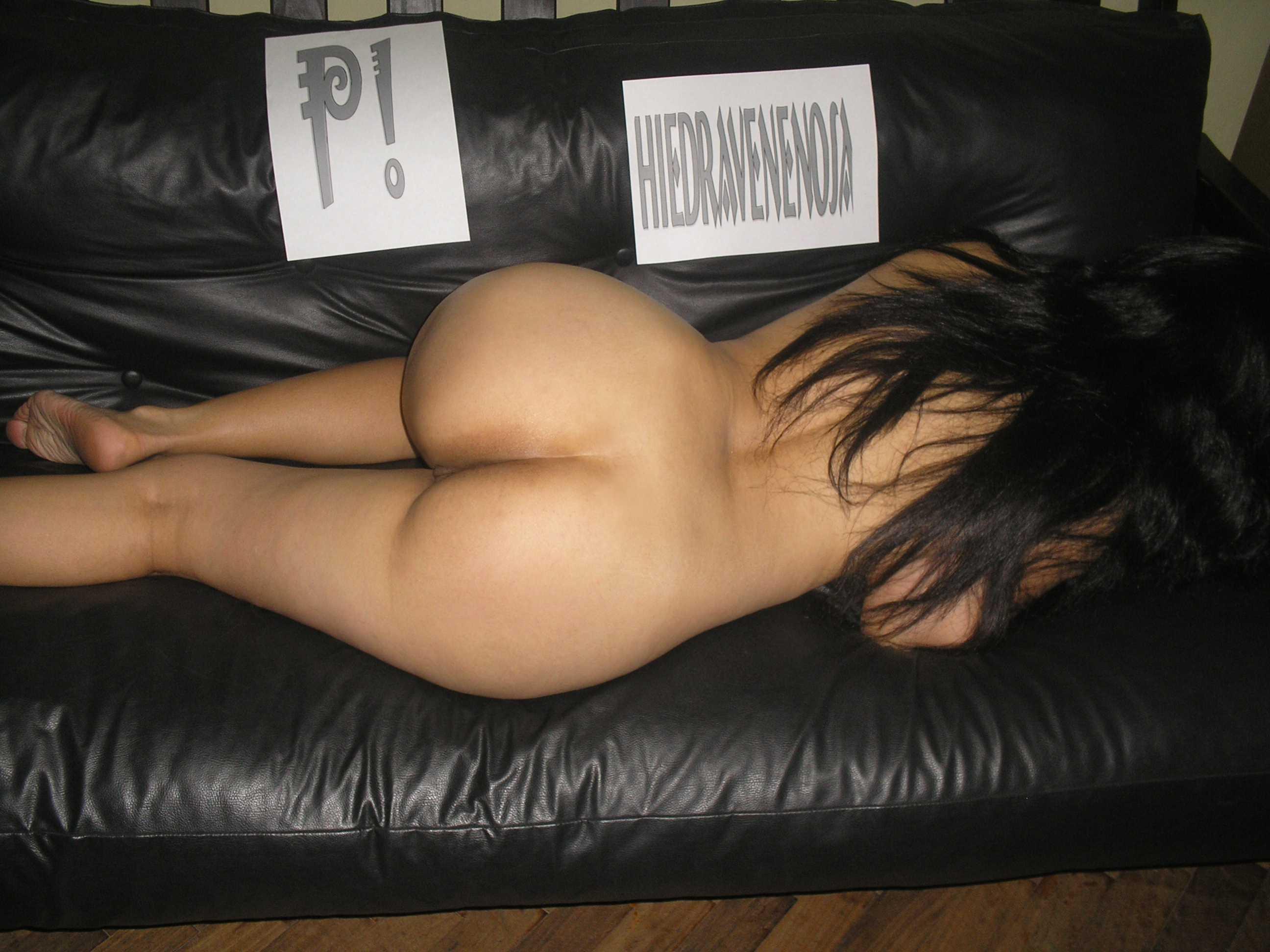 Desnudo castigado duded en cuero