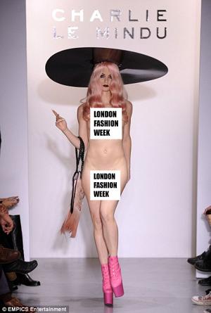 全裸のモデル 3