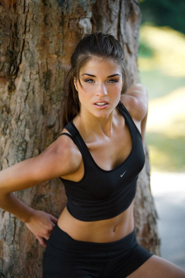 Fashion And Models Blog Marie Avgeropoulos