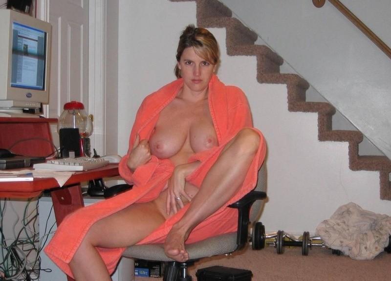 зрелая женщина голая в халате фото