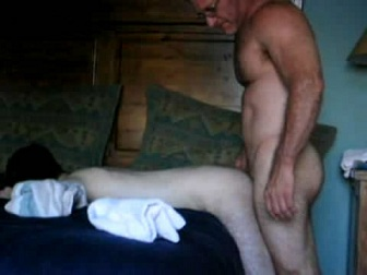Amateur - Hombre maduro follando a un chico blanco