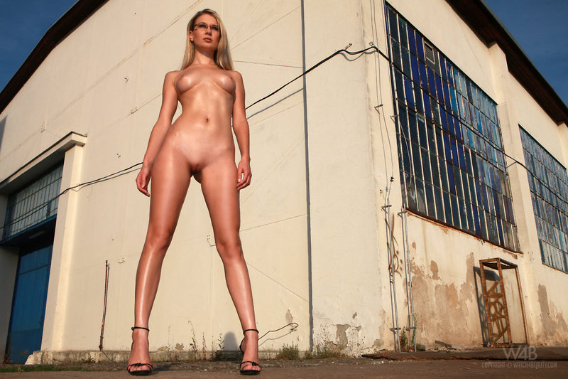 фото высоких голых женщин