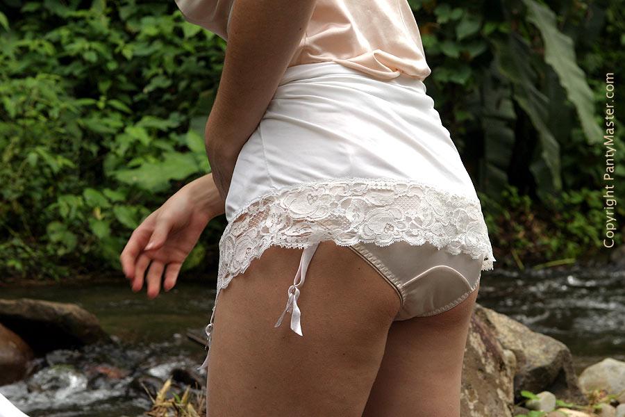 Chicas en bombachas blancas de Panty master parte 2