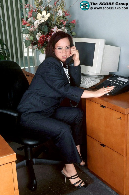 Sexo con la secretaria en la oficina - 3 part 3