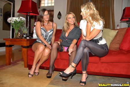 Milf Next Door - Brianna Ray, Kristen Cameron, Sarah Jackson (The Dirty Decorator)