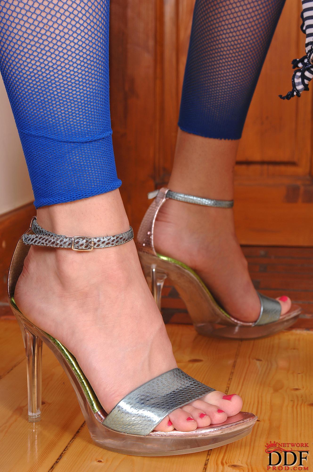 Фото лизать ступни 11 фотография