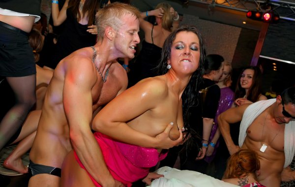 Crazy Women Fucking Male Strippers in Public - Free