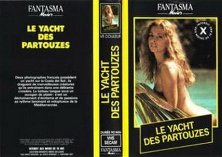 ごく普通そうな素人の美少女が自撮りでカメラを固定して全裸