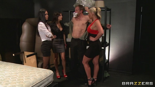 Phoenix Marie, Kortney Kane, Jessica Jaymes - Busted