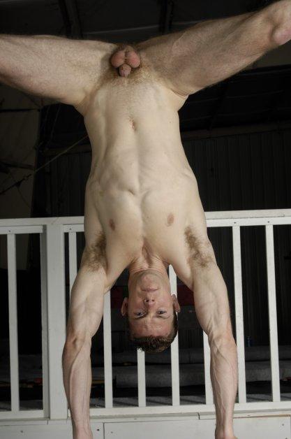 Голые гимнасты парни фото