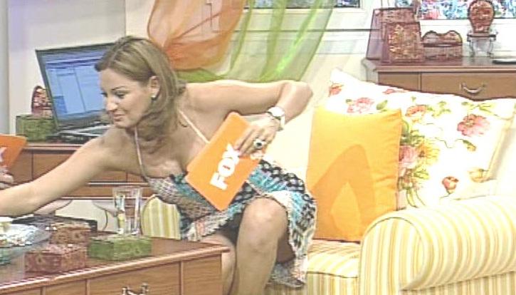 Pinar Altug sexy kalçası