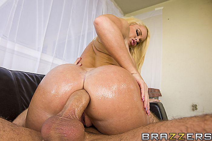 Ru секс видео. Горячая блондинка с совершенным задницу смазан на грубой ан