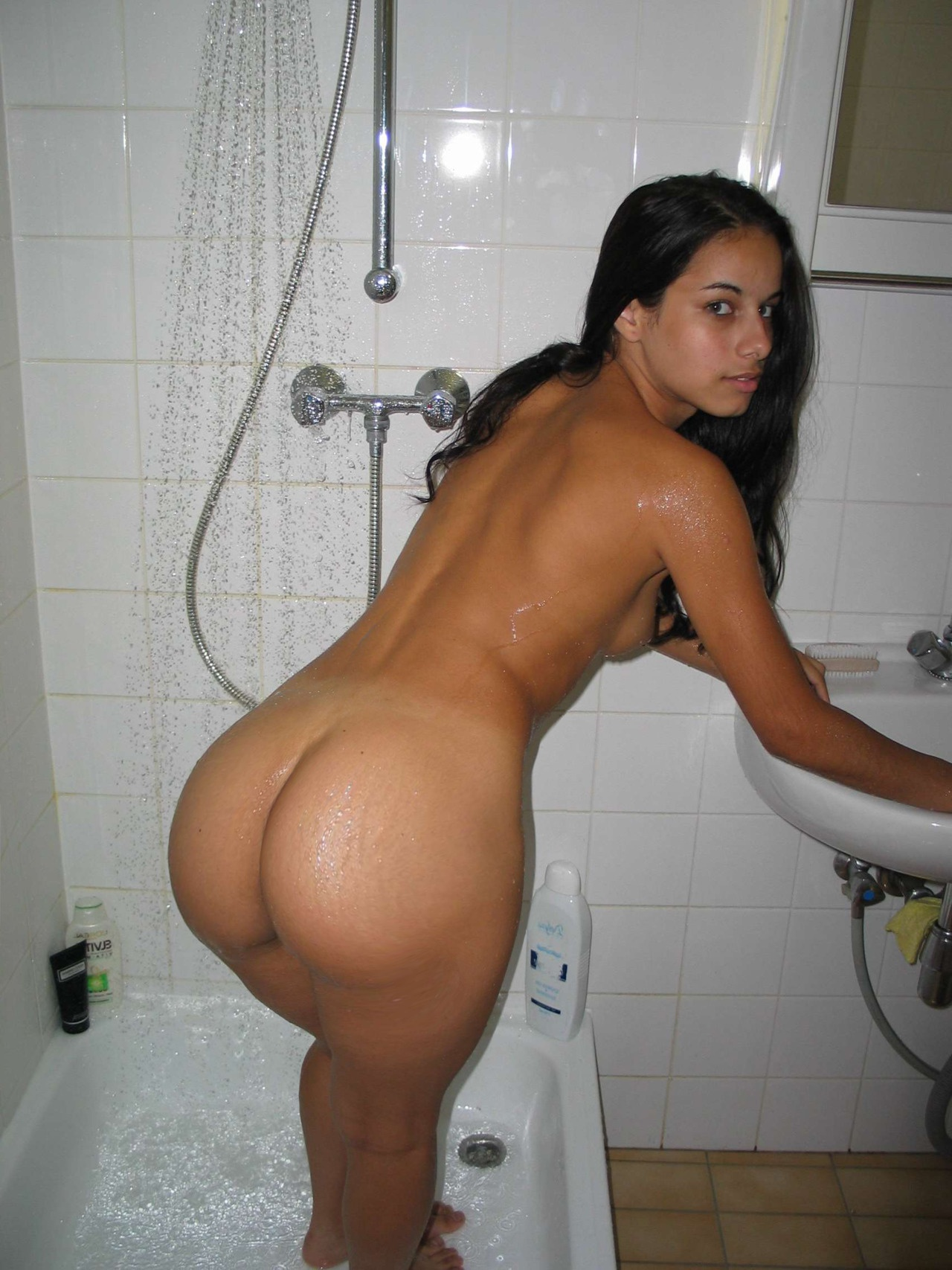 Naked booty in bath