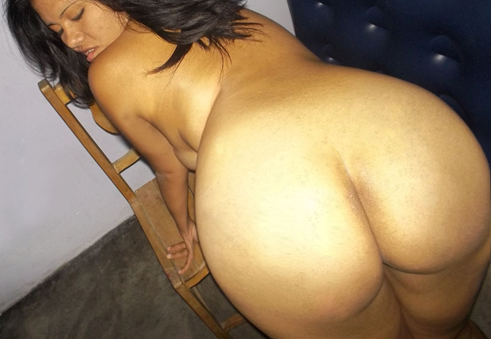 Desi aunty ass on bed