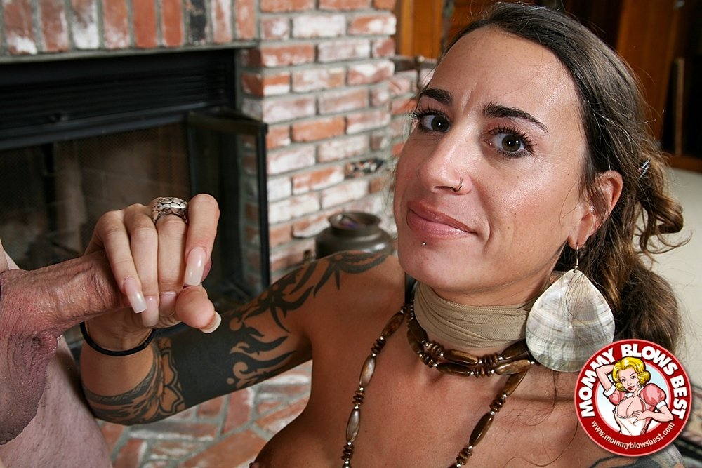 Free nude housewife pics and celebs