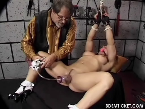 porno-video-bdsm-s-vakuumnimi-pompami