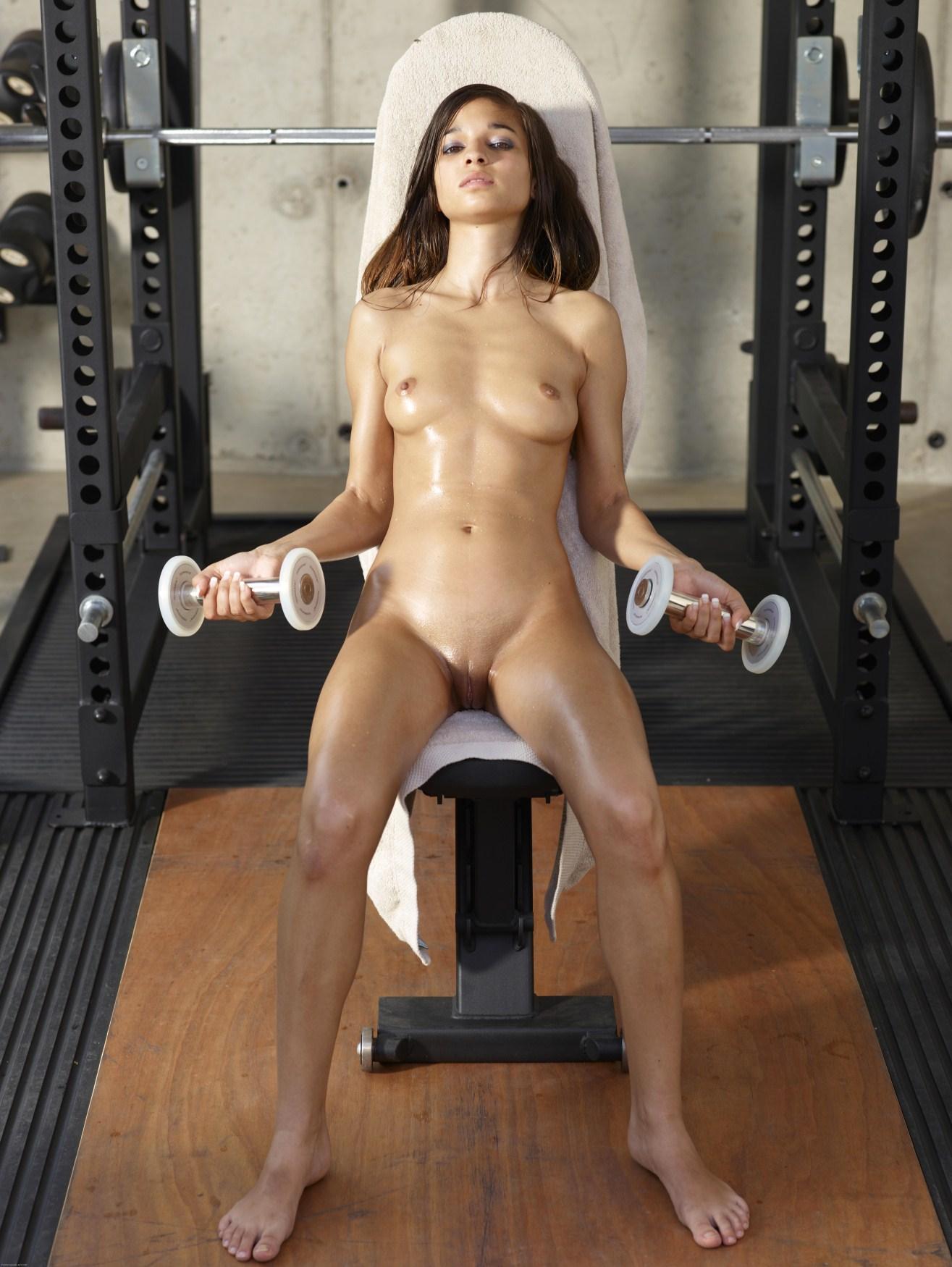 Фото красивых девушек занимающихся спортом голые 19 фотография