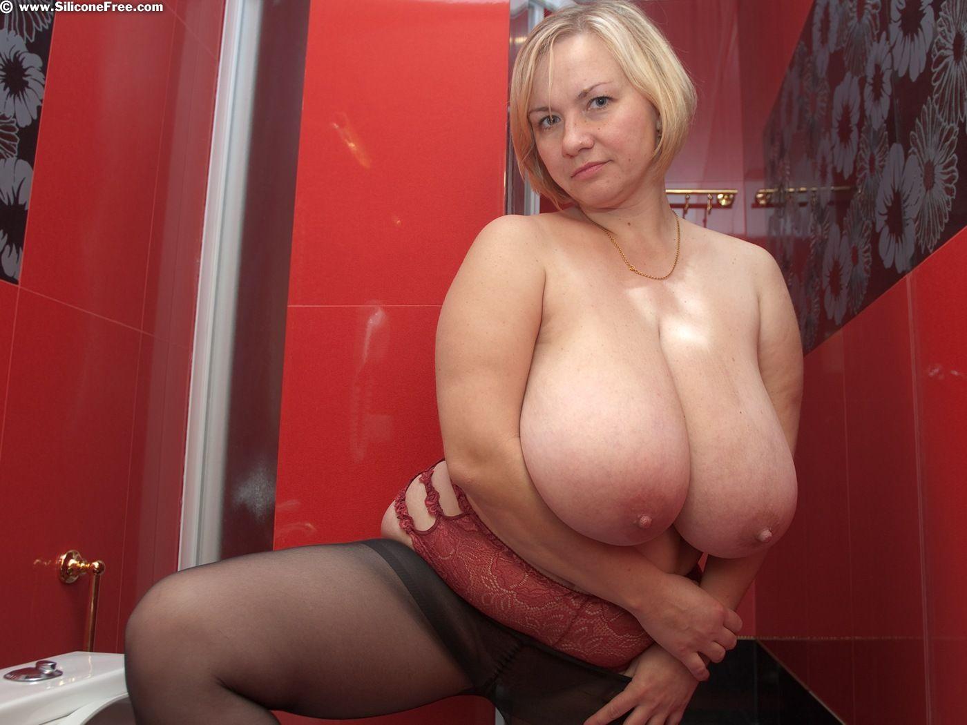 Фото сисек мамки, Фотки мамок с красивой грудью - секс порно фото 17 фотография