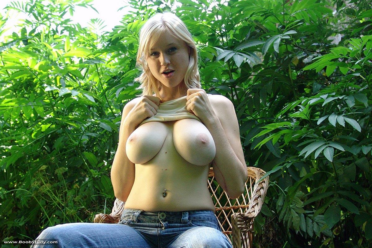 Free boob outdoors