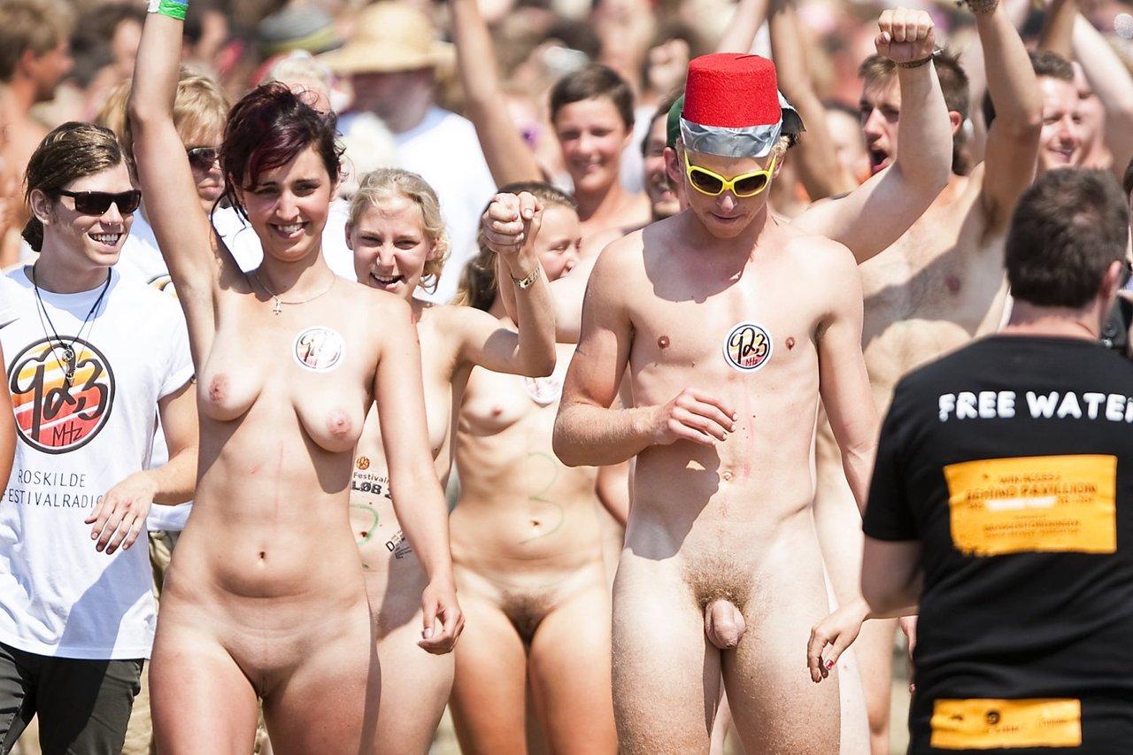 Naked raced the strangers