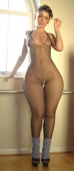small waist bigbutt nude